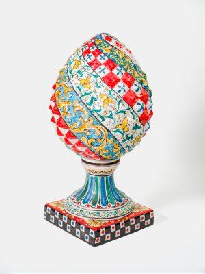 Pigna decorata realizzata a mano da Terrecotte del Sole, decoro integrale siciliano.