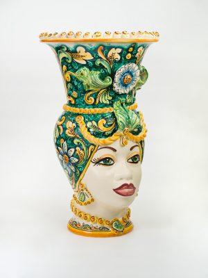 Vaso Testa di Moro Donna realizzato a mano da Terrecotte del Sole. Decoro verde ramina e giallo arancio.