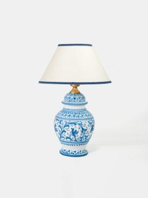 Lume Potiche liscio, realizzato e decorato a mano da Terrecotte del Sole. Smalto bianco opaco matte, Decoro floreale blu cobalto vernice opaca.
